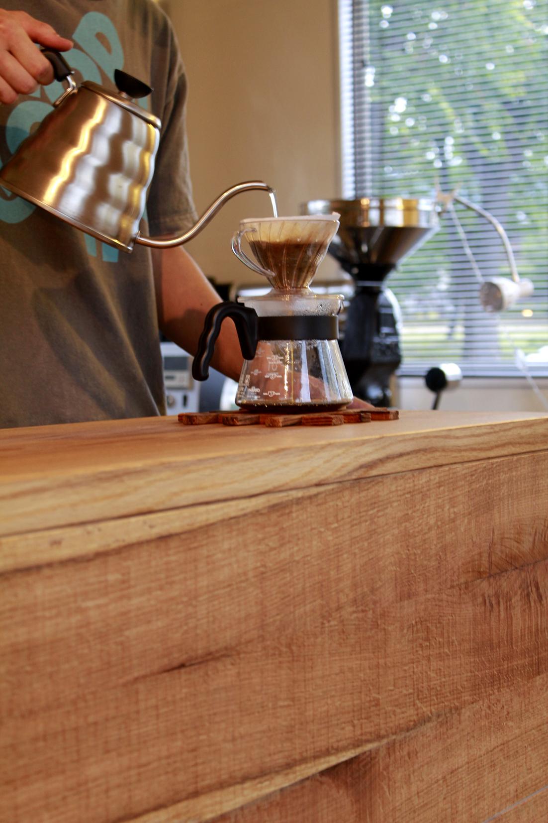 オーロラコーヒー | AURORA COFFEE | カウンター | 棚 | 山形・仙台を中心にオリジナル家具・オーダー家具、インテリアのデザイン・製作・納品をおこなっています。おしゃれ。