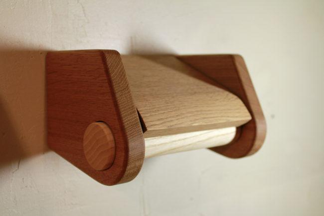 トイレットペーパーホルダー | 真鍮+木 | 真鍮 | 山形・仙台を中心にオリジナル家具・オーダー家具、インテリアのデザイン・製作・納品をおこなっています。おしゃれ。