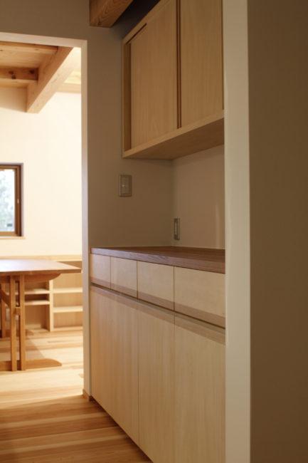 ダイニングテーブル | ダイニングセット | 食器棚 | 設計島建築事務所 | 山形・仙台を中心にオリジナル家具・オーダー家具、インテリアのデザイン・製作・納品をおこなっています。おしゃれ。