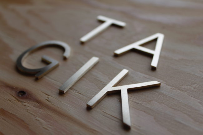 Brass nameplate 真鍮 表札 切り文字 ピン立て entomo えんとも2