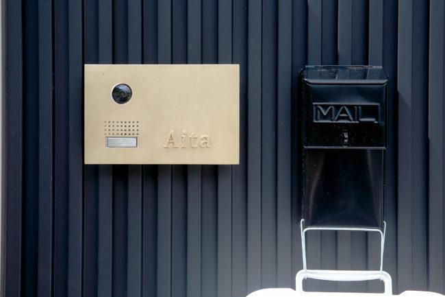 真鍮表札 | 表札 | アームチェア | インターフォンカバー | ダイニングテーブル | テーブル | 山形・仙台を中心にオリジナル家具・オーダー家具、インテリアのデザイン・製作・納品をおこなっています。おしゃれ。